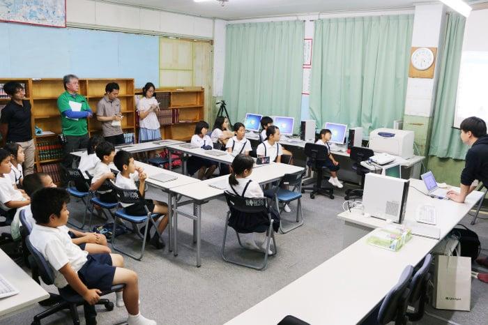 子ども向けプログラミング講座の様子(1枚目:山小学校)