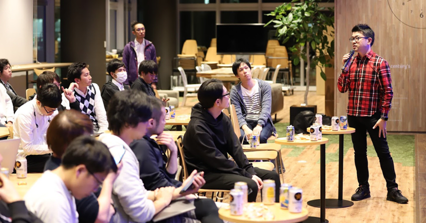 The Technology Policy Office regularly holds events and study sessions led by engineers. These events promote the sharing and exchange of information among engineers, and help to enhance technical capabilities. (Photo right: Nagase)