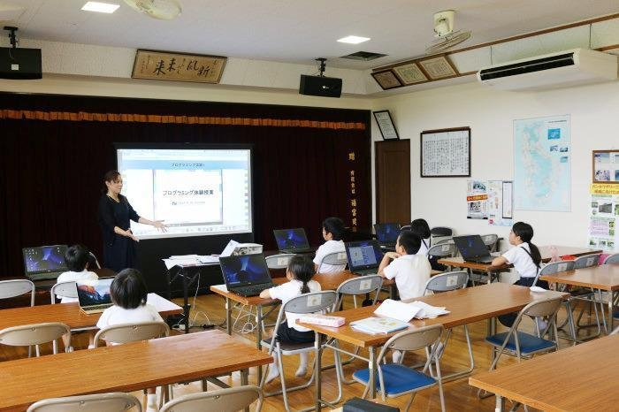子ども向けプログラミング講座の様子(2枚目:諸田公民館)