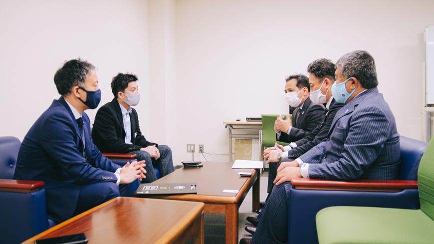 町田サッカー協会(MFA)、株式会社ゼルビア代表大友氏、当社代表取締役藤田の懇談の様子