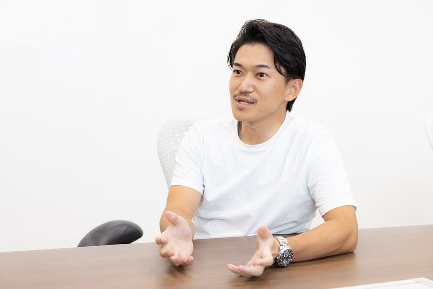 山田 陸 サイバーエージェント 常務執行役員 / AbemaTV ビジネスディベロップメント本部 本部長  2011年入社。自社メディアの広告事業の統括を務め、2015年にサイバーエージェント 執行役員に就任。同年に「YMCA」を立ち上げ、第1~2期の理事を務める。 2017年10月にAbemaTV ビジネスディベロップメント本部 本部長に就任。 2018年12月にサイバーエージェント 取締役に就任。2020年12月に常務執行役員に就任。
