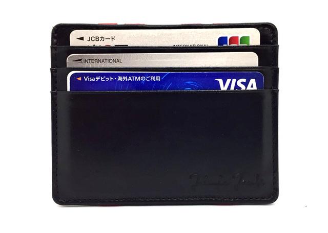 f7853bd69d9e お札をゴムバンドの上に置いて、財布を反対側にめくるとお札がゴムの下に移動する不思議なマジックフラップ機能を搭載したマジックウォレットです。