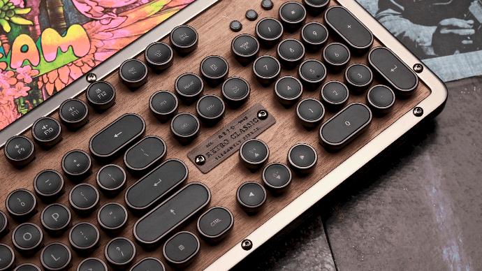 天然素材を使用したハイエンドキーボード。Azio Retro Classic