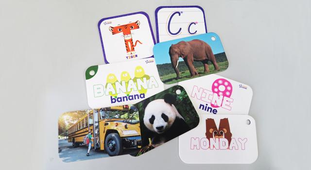 アルファベットの形や英単語の意味